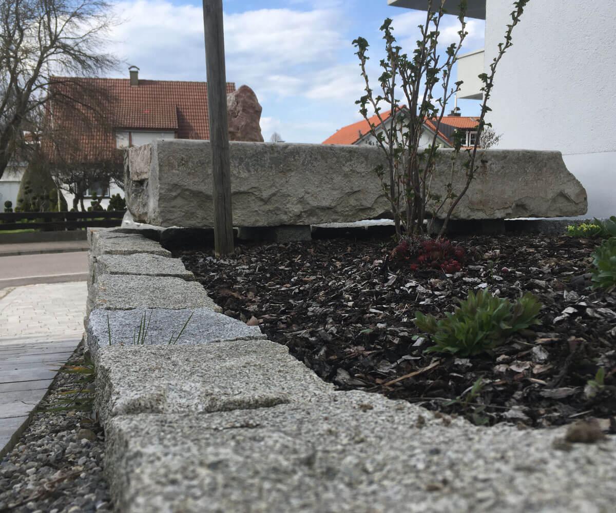 Trockenmauer aus dem Naturstein Granit